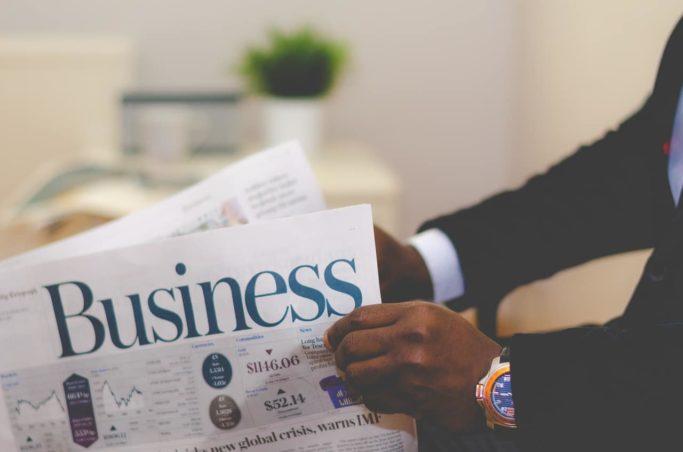 businessman-newspaper-read-hands